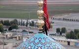"""Iran treo cờ """"báo thù"""" trên nóc nhà thờ sau vụ Mỹ ám sát Soleimani"""