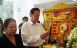 Nguyên Thủ tướng Nguyễn Tấn Dũng cùng vợ đến viếng nghệ sĩ Chánh Tín