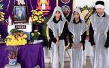 Vụ 2 vợ chồng tử vong do lật thuyền đánh cá: Xót xa hình ảnh 3 đứa trẻ đầu chít khăn tang bên bàn thờ