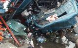 Hiện trường ngổn ngang vụ xe tải lao xuống suối, 3 người tử vong