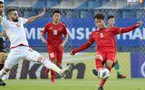 """Hành động """"không đẹp"""" của tiền vệ U23 Việt Nam với trọng tài Taqi trong trận ra quân gặp U23 UAE"""