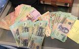 Tiếp viên Vietnam Airlines trả lại tài sản hơn 150 triệu đồng cho hành khách bỏ quên