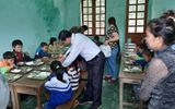 Chuyện học đường - Xúc động giáo viên cắm bản góp gạo thổi cơm trưa nuôi học trò nghèo