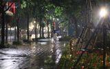 Tin trong nước - Hà Nội mưa to đêm 30 Tết, hồ Gươm vắng người qua lại chờ ngóng pháo hoa