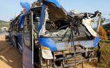 Tin trong nước - Xe khách lao xuống ruộng đúng tối mùng 1 Tết, 17 người bị thương