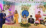 Đám cưới giữa dịch virus corona: Cô dâu, chú rể đeo khẩu trang kín mít
