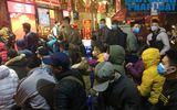 Giữa dịch virus corona, nơi xếp hàng từ 5h sáng chờ mua vàng, nơi vắng bóng khách ngày vía Thần Tài