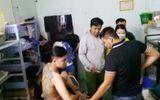 """Bắt quả tang các nhóm """"nam thanh nữ tú"""" sử dụng ma túy tập thể ở Vĩnh Long"""