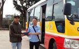 Nhặt được hơn 15 triệu đồng, nhân viên xe buýt ở Hà Tĩnh trả lại khách đánh rơi