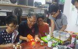 """Cảm động thầy giáo Hà Nội """"bán quá khứ, mua tương lai"""" cho học sinh"""