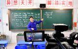 Thầy trò Trung Quốc học trực tuyến khi trường học đóng cửa vì virus corona