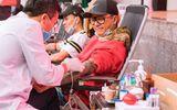 Tuấn Hưng xúc động khi tham gia hoạt động hiến máu tình nguyện