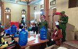 """Thái Bình: Đột kích cơ sở sản xuất """"chui"""" hàng nghìn chai dung dịch nước rửa tay"""
