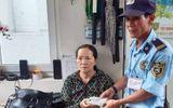 Bảo vệ bệnh viện trao trả túi xách chứa hơn 100 triệu đồng và vàng