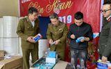 Đột kích bắt quả tang xưởng làm khẩu trang kháng khuẩn bằng… giấy vệ sinh