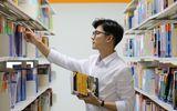"""Ngẩn ngơ trước nhan sắc thầy giáo tiếng Hàn đặc biệt mới về """"nhà UEF"""""""