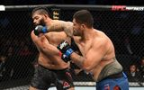 Võ sĩ hạng nặng tung cú đấm móc hạ knock-out đối thủ kết thúc nhanh trận đấu