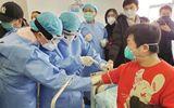 Tin thế giới - Trung Quốc: Hơn 100 người nhiễm Covid-19 được chữa khỏi hiến huyết tương cứu 200 ca bệnh nghiêm trọng