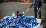 Chuyện học đường - Chàng sinh viên khiến cư dân mạng ghen tị vì tự thiết kế, may váy dạ hội tặng em gái