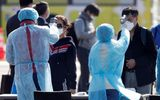Tin thế giới - Bộ trưởng Y tế Nhật xin lỗi vì bỏ sót 23 người chưa xét nghiệm Covid-19 trên tàu Diamond Princess