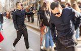 """Giải trí - Vũ Khắc Tiệp mặc quần """"quên kéo khóa"""" tại tuần lễ thời trang Milan khiến dân mạng bất ngờ"""