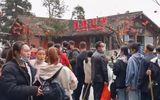 Tin thế giới - Du khách chật kín khu thắng cảnh bất chấp dịch Covid-19 đang hoành hành tại Trung Quốc