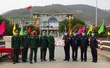 Bộ đội biên phòng Lai Châu tặng 3.000 khẩu trang cho lực lượng bảo vệ biên giới Trung Quốc
