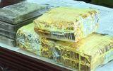"""Tin trong nước - Nghệ An: Bắt """"nóng"""" đối tượng """"ôm"""" 4 bánh heroin, 3 kg ma túy đá lên xe khách vào Nam để tiêu thụ"""