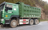Xe máy va chạm xe tải chạy ngược chiều, 1 người tử vong tại chỗ