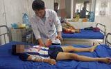 Tin trong nước - Sử dụng điện thoại khi đang sạc pin, bé trai 12 tuổi bị dập nát bàn tay