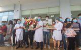 30 công dân Việt Nam trở về từ Vũ Hán được ra viện sau khi hoàn thành 21 ngày cách ly