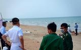 Thi thể người đàn ông không mặc áo dạt vào bờ biển Hà Tĩnh