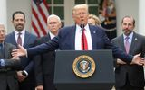 Tổng thống Mỹ Donald Trump phát 1.000 USD/người để giảm bớt cú sốc kinh tế do Covid-19