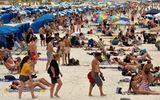 Người dân phớt lờ mọi cảnh báo về dịch Covid-19, Australia đóng cửa bãi biển nổi tiếng tại Sydney