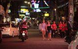 Phố đèn đỏ khét tiếng tại Thái Lan đóng cửa do Covid-19: Vũ công dọn đồ, các chủ quán rơi nước mắt
