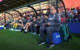 HLV và cầu thủ Leeds United đồng ý không nhận lương để cứu CLB trong dịch Covid-19