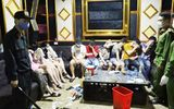 """Treo biển """"tạm ngưng hoạt động"""" phòng Covid-19, quán karaoke vẫn cho 76 người vào """"bay lắc"""" mừng sinh nhật"""