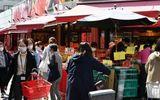 Người dân Tokyo chen chúc đi mua đồ dự trữ