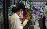 Giải trí - Trịnh Kim Chi, Ốc Thanh Vân nghẹn ngào bật khóc tiễn đưa Mai Phương ngày cuối