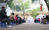 Cảnh người dân xếp hàng xét nghiệm nhanh Covid-19 trong 10 phút ở Hà Nội