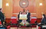 Kinh doanh - Tân Chủ tịch HanoiFC Đỗ Vinh Quang cùng CLB ủng hộ 1,5 tỷ đồng cho 2 bệnh viện tuyến đầu