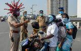 """Đời sống - Tin tức đời sống mới nhất ngày 1/4/2020: Cảnh sát Ấn Độ đội """"mũ bảo hiểm SARS-CoV-2"""" cảnh báo người dân"""