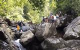 Đà Nẵng: Bất chấp lệnh cách ly, nhóm phượt thủ vẫn tụ tập dã ngoại trên núi