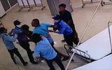 2 thanh niên đánh bảo vệ bệnh viện rồi lái ô tô bỏ đi, tông chết người