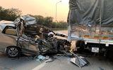 Tin trong nước - Tin tai nạn giao thông mới nhất ngày 10/4/2020: Đâm vào xe tải, ô tô 7 chỗ bẹp dúm