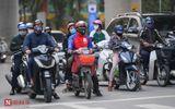 Tin trong nước - Người dân Hà Nội bất ngờ đổ ra đường đông đúc trong thời gian cách ly xã hội