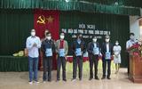 Xã hội -  Liên Bạt: Trao, nhận quà phòng chống dịch Covid - 19