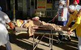 Chặn chốt kiểm dịch Covid-19, cảnh sát Ấn Độ bị nhóm người chém đứt tay