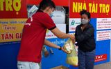 """Cận cảnh hai """"ATM gạo"""" hỗ trợ miễn phí cho người dân khó khăn ở Vĩnh Long"""