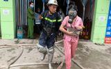 Hà Nội: Công an giải cứu 14 người mắc kẹt trong nhà nghỉ bốc cháy lúc rạng sáng